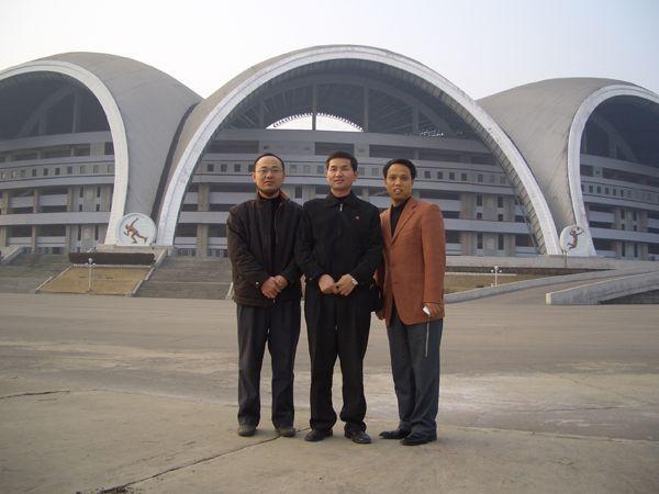 同朝鲜客户在合影